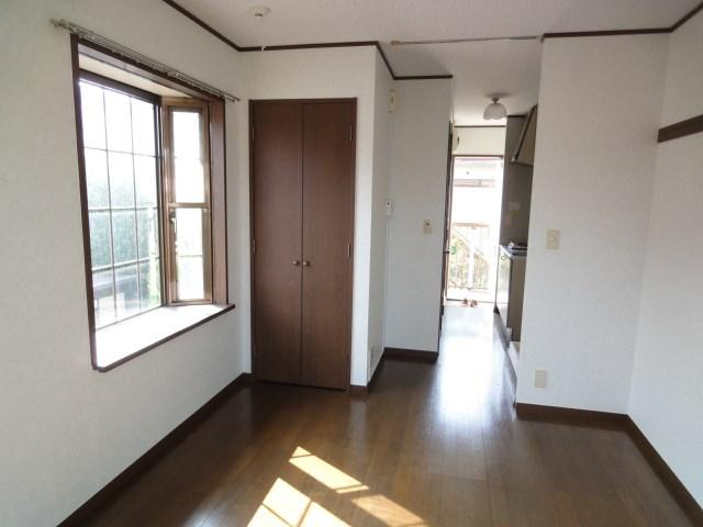 Sunny Studio Apartment For Rent 35 Min Direct Ride To Shinjuku Please Click On The Photo Full Listing More Photos And Inquire Directly