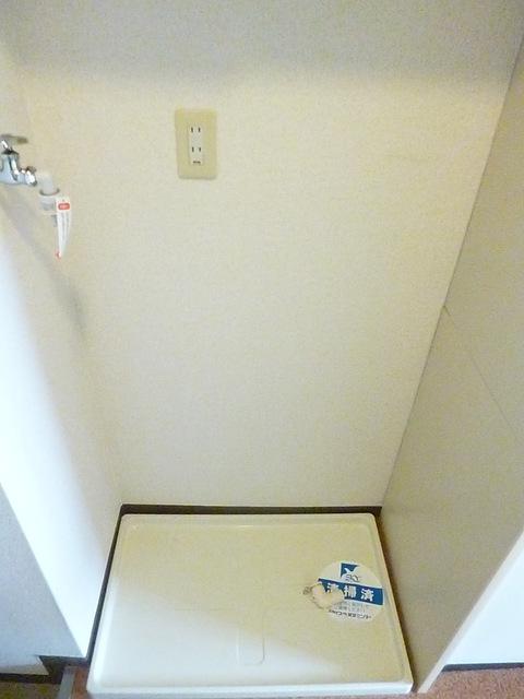 日本公寓中的洗衣機擺放處