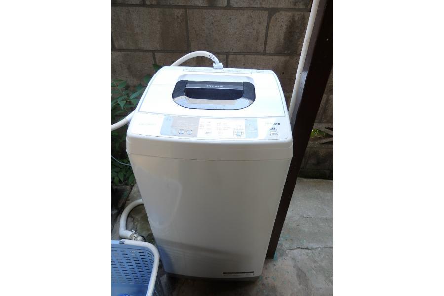公寓外面的洗衣機