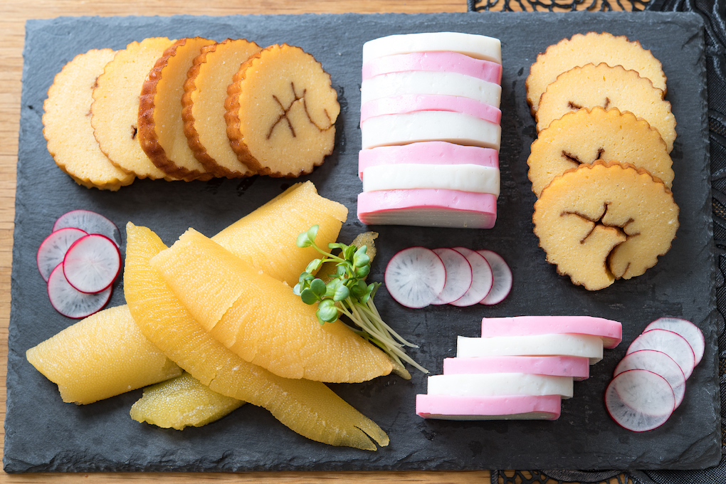 春節料理常見的傳統食材:数の子-紅白魚板、伊達卷