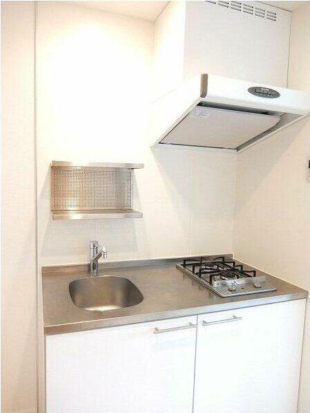 日本公寓兩口瓦斯爐的廚房