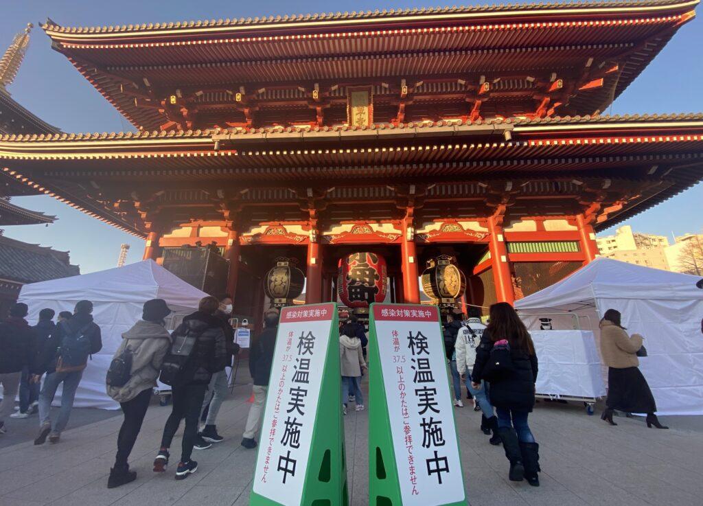 淺草寺的新年參拜感染對策-體溫檢測