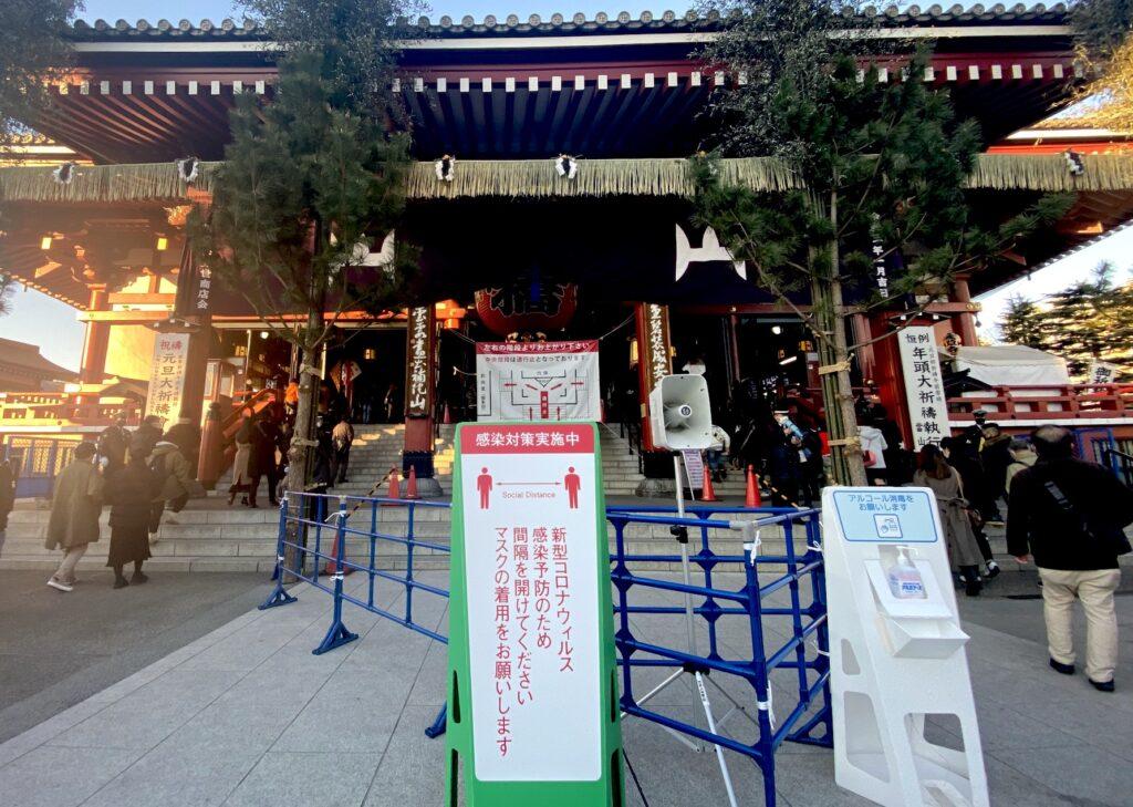 淺草寺的新年參拜感染對策之一:實施體溫檢測-攝影Real Estate Japan