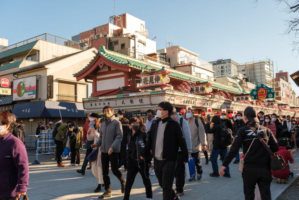 雷門和浅草寺途中的仲見世商店街