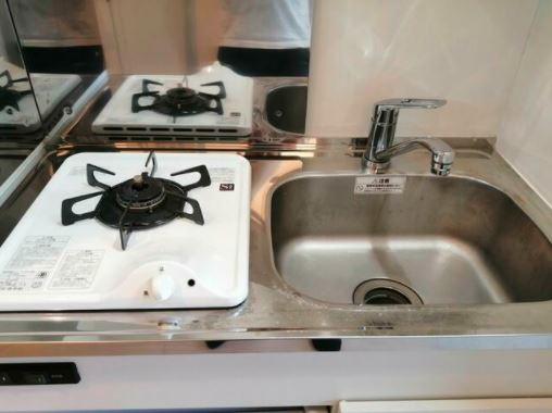 只有1口爐具的廚房在日本單身公寓中並不罕見